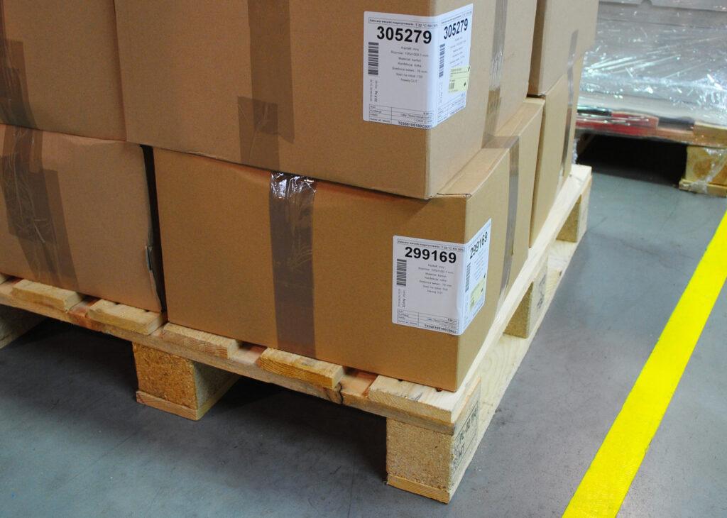 jak dobrać właściwą etykietę logistyczną, etykiety logistyczne, etykiety samoprzylepne, producent etykiet logistycznych, producent etykiet samoprzylepnych