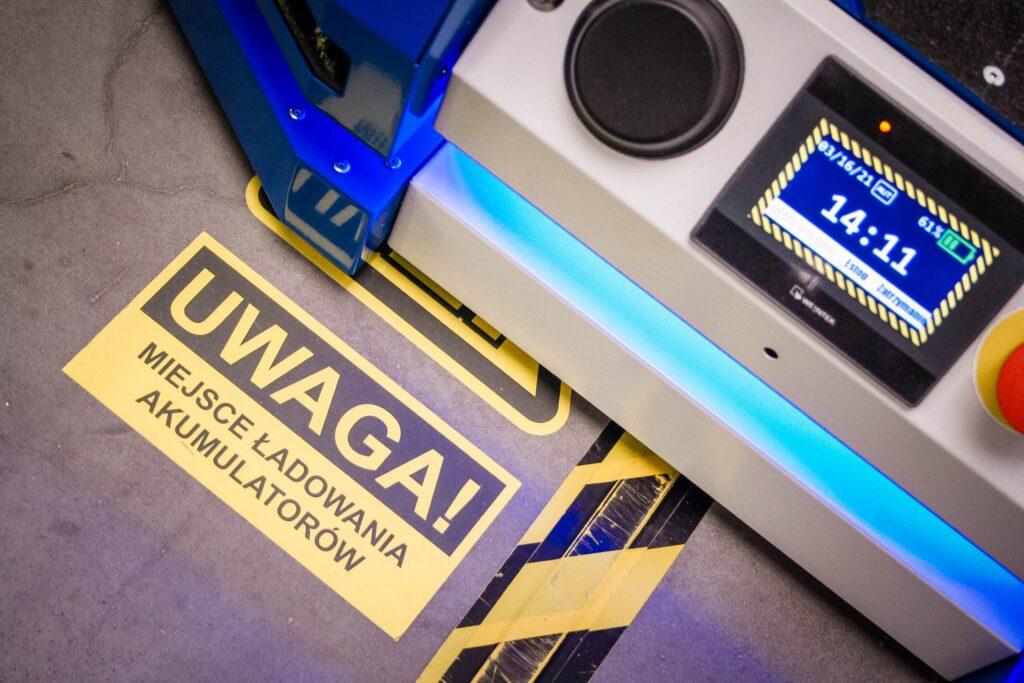 wózek AGV, wózki AGV, wózek samojezdny, pojazdy AGC, roboty mobilne AGV, bezpieczeństwo roboty mobilne